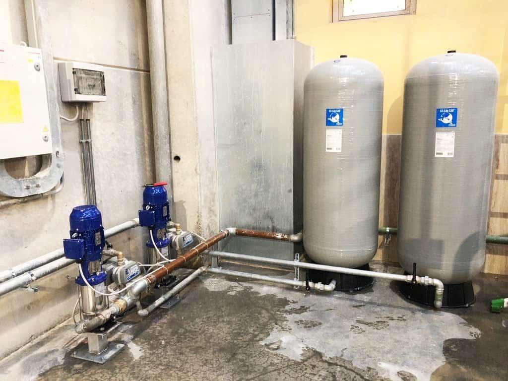 sistema di pressurizzazione con pompe elettromeccaniche e vasi di espansione in vetro resina